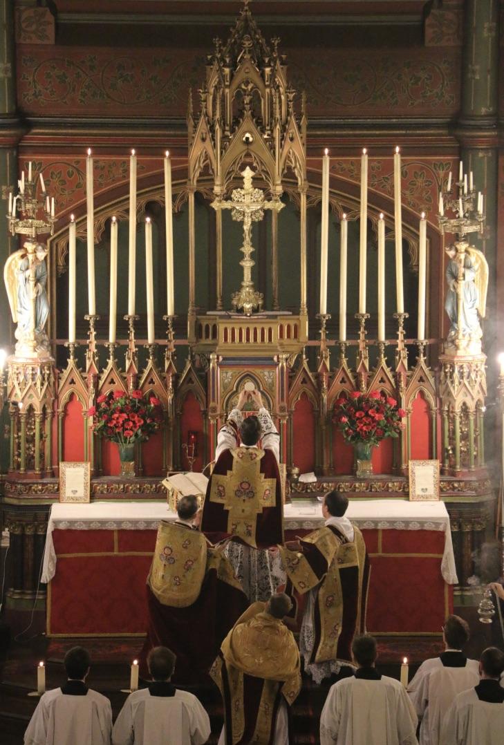 Fête du Précieux Sang -  Elévation du Corps du Seigneur.