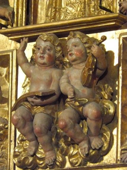 Saint-Martin-de-Belleville, Notre-Dame-de-la-Vie : le retable majeur, angelots.