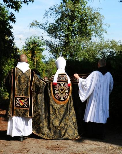 Farnborough Abbey : messe de requiem pour la famille impériale célébrée par l'Abbé de Farnborough
