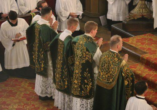 Première messe de M. l'Abbé Guillaume, fssp : Introibo ad altare Dei