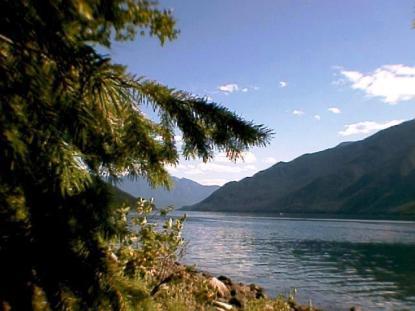 Slocan Lake, New Denver. Photo: waynesbc, from commons.wikipedia.org