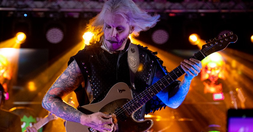 (Concert Review)  JOHN 5 & THE CREATURES Live at 1175 Sports Park & Eatery in Kansasville, Wisconsin (11/5/2019)