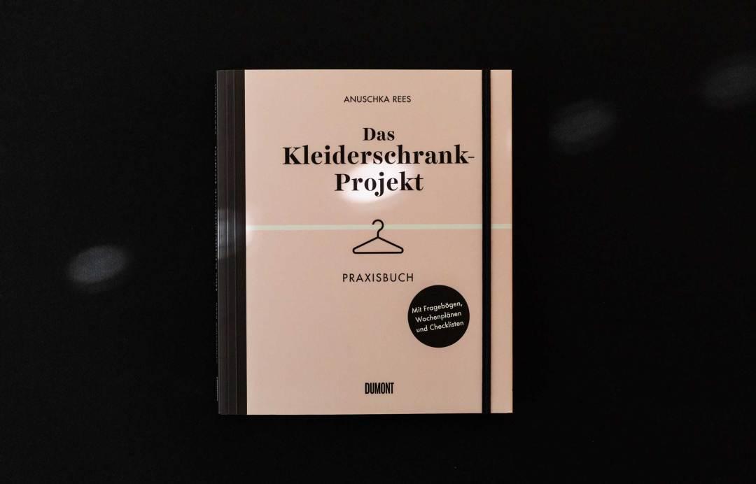 anuschka-rees-das-kleiderschrank-projekt-praxisbuch-schonhalbelf-fashion-ordnung-checklisten-aussortieren-lesen-buch-organisieren