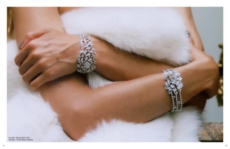 Fur gilet / Sprung Frères Paris  Bracelets / Cartier Haute Joaillerie