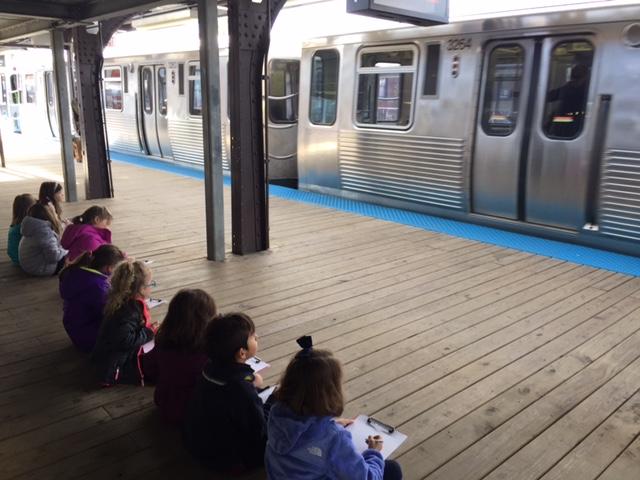 Kindergarten students observe brownline from the platform and make observational drawings.