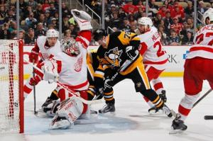 Petr Mrazek making a glove save against the Pittsburgh Penguins (image from thehockeynews.com)