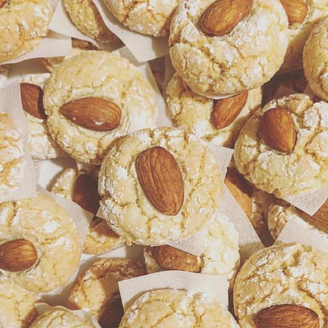 Biskuttini tal-lewz (Maltese almond biscuits)