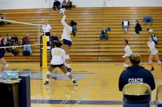 Women_Volleyball_11102218