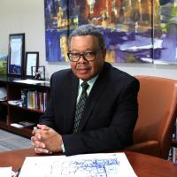 College president announces plans for retirement