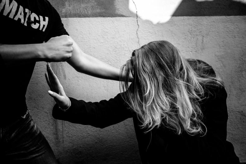 Почему женщина терпит насилие в семье и как себя вести при регулярных побоях - 3
