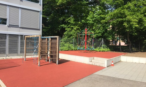 primaire playground at Ecole Moser