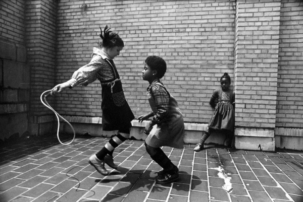 Jill Freedman, Jumping Rope, 1976