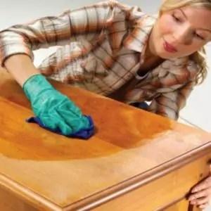 gevernist hout schoonmaken