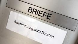 Abstimmungsbriefkasten von Alpnach am Gemeindehaus