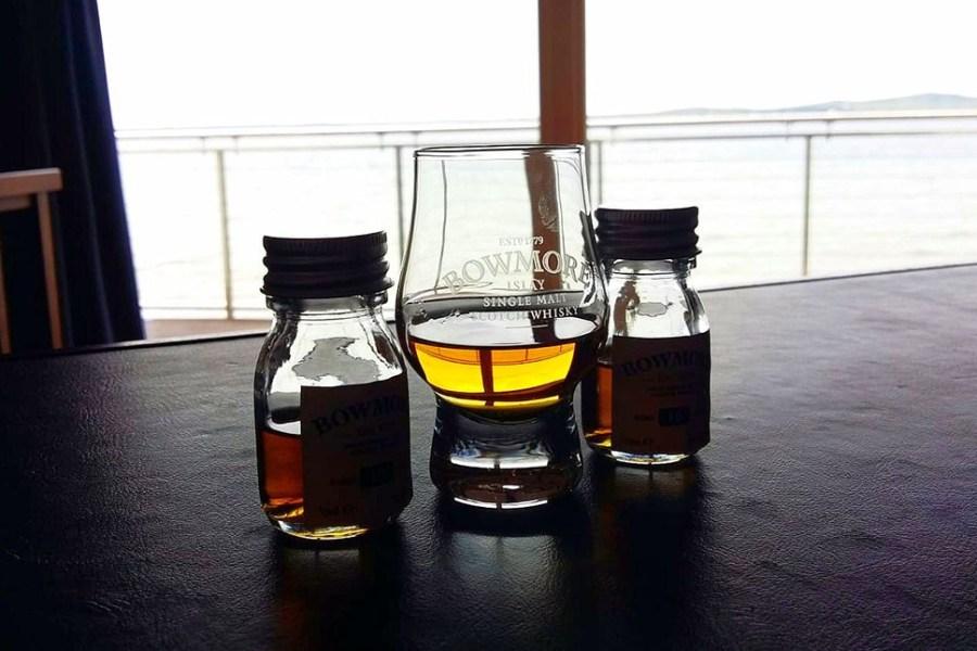 Bowmore Distillery ist die aelteste Brennerei auf Islay und Teil der Whiksyreise.