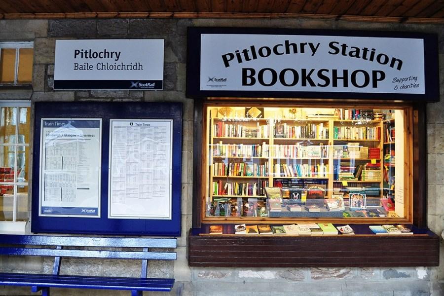 Der viktorianische Bahnhof in Pitlochry ist Teil unserer Bahnreise durch Schottland.