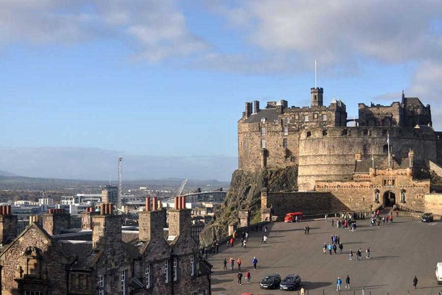 Als Abschluss unserer individuellen Bahnreise durch Schottland bietet sich ein Besuch des Edinburgh Castles an.