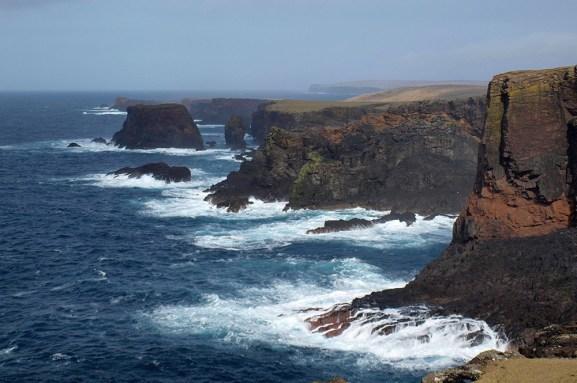 Eine individuelle Auto Rundreise bringt ihnen die Shetland Inseln naeher.