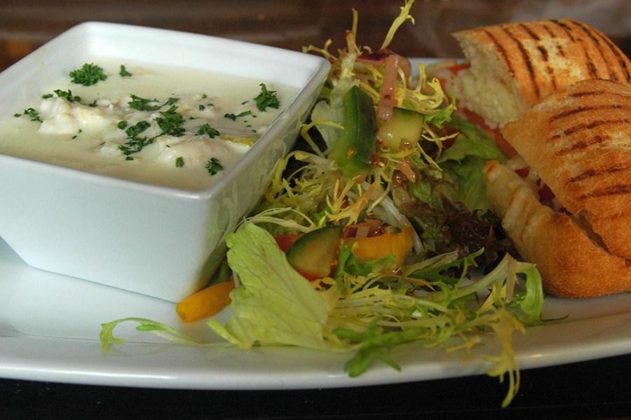 Spezialitäten der schottischen Küche wie Cullen Skink verkostet man am besten auf einer individuellen Rundreise