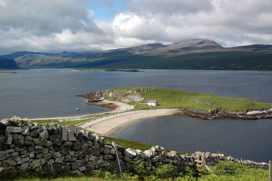 Die North Coast 500 ist eine der spektakulaersten Strassen dieser individuellen Rundreise durch Schottland.