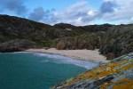 Auf unserer Oekoreise und Wannderreise nach Assynt kann man einen Tag am Strand von Achmelvich verbringen.