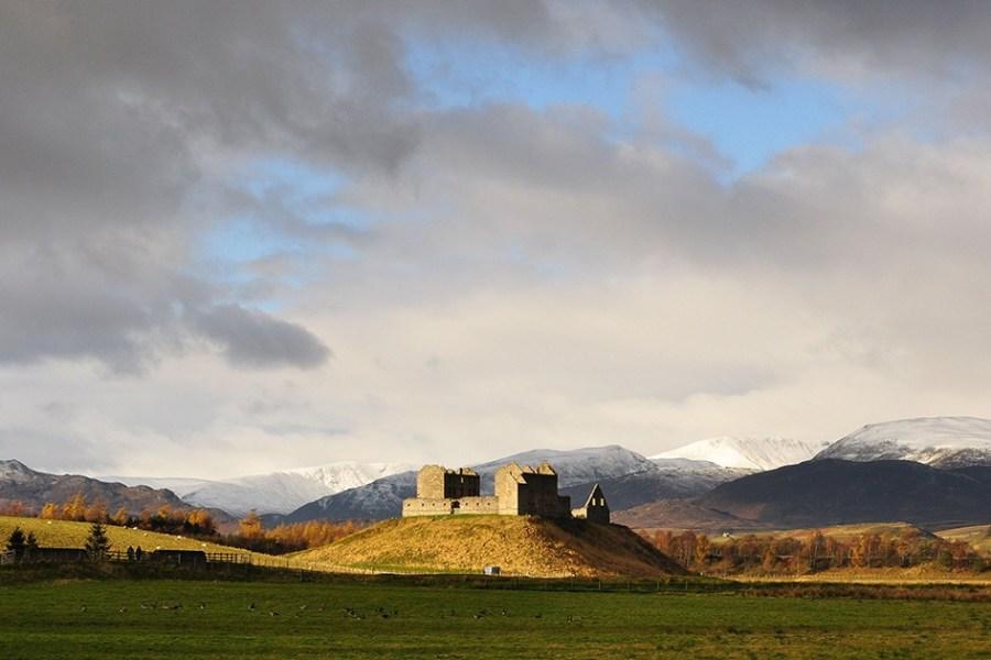 Die Cairngorms gehoeren zum Nationalpark, der im Rahmen unserer Schottlandreise im Auto erkundet werden kann.