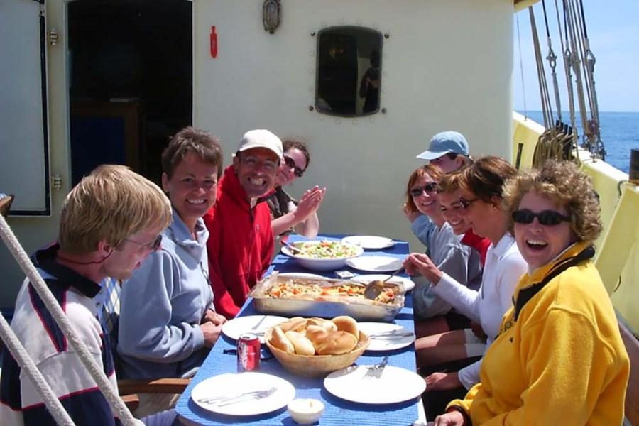 An Bord der Flying Dutchman gibt es auf der Segelreise nach Schottland leckeres schottisches Frühstück.
