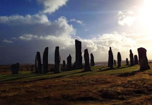 Steinkreise können auf der Segelreise in Schottland besonders auf den Hebrideninseln bestatunt werden.