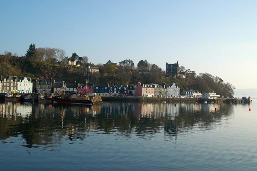 Eine Segelreise nach Schottland bringt Schottlandurlauber auch auf die Insel Mull.