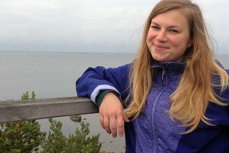 Unsere literaturbegeisterte Reiseleiterin Alzbeta leitet unsere Schottlandreisen.