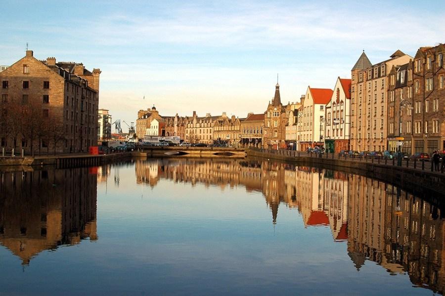 In Edinburgh können Stadtfuehrungen auf deutsch bei Wind & Cloud Travel gebucht werden.