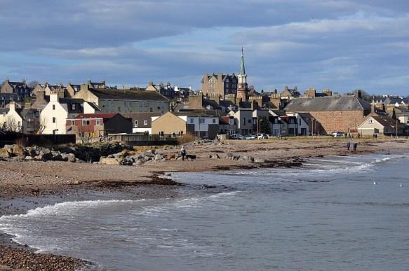 Stonehaven liegt an der Ostkueste von Schottland.
