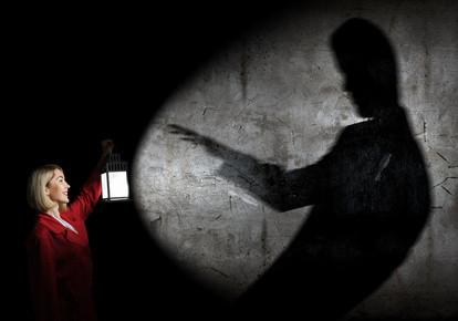 Schwarzer Mann und rote Frau