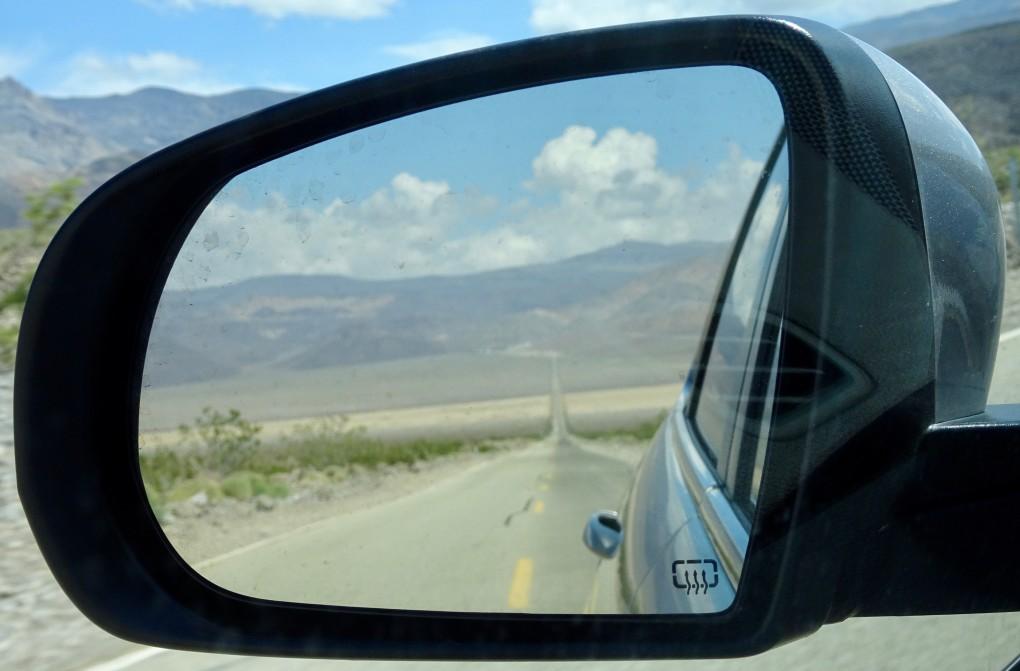 Auf die Hot Springs und eine unbequeme Nacht auf dem Autositz folgt eine Fahrt ins Death Valley
