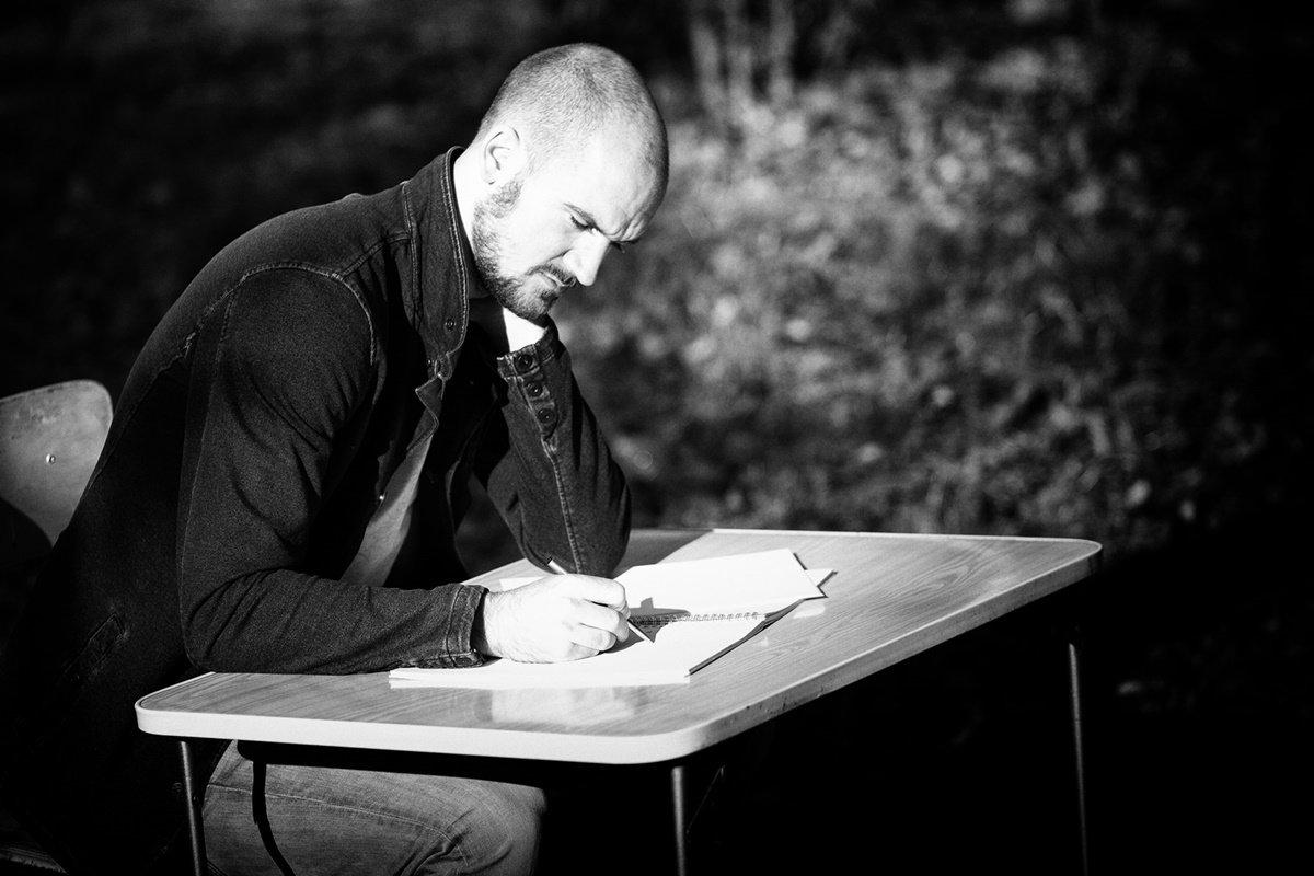 """Interview mit Philipp Kroiss: """"Durch Schreiben wirfst du in schweren Zeiten eine Menge Ballast ab."""""""