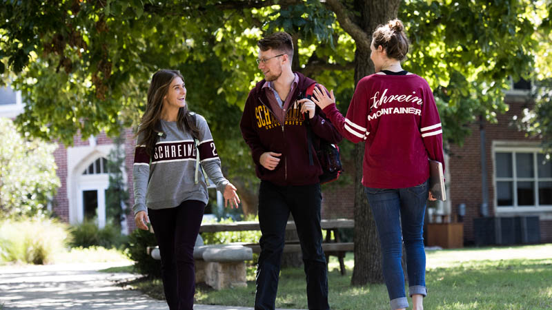 Schreiner Students Walking on Campus