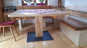 Tisch mit Säulenfuß + Stahl-Bodenplatte