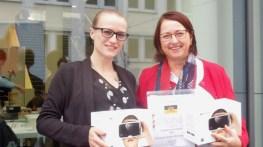 Freude über den JuFo Schulpreis 2017: Julia Bäumlisberger und Angelika Möbius haben die SG Forscher mit großem Engagement begleitet und unterstützt.