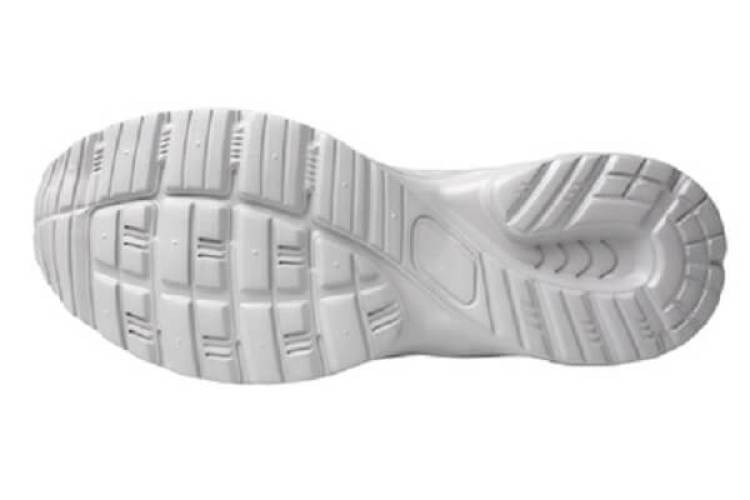 Weiße Schuhsohlen reinigen