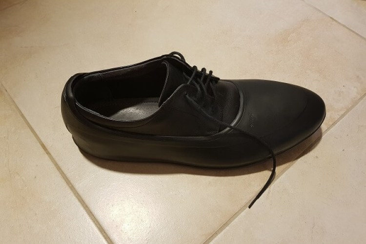 Schuh in Galosche schwarz
