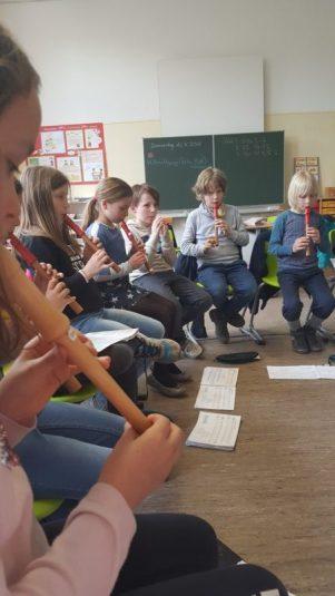Jedes Kind lernt ein Instrument.