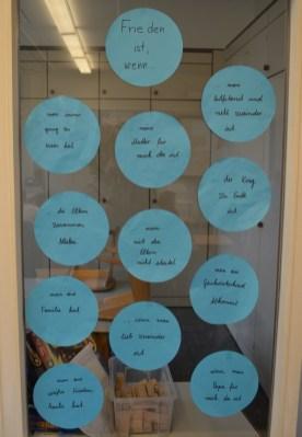 """Was bedeutet eigentlich """"Frieden"""" ? Mit dieser Frage beschäftigten sich die Kinder in allen Klassen."""