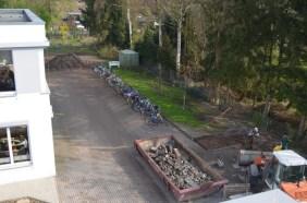 Die Fahrräder sind raus aus der Matschgrube.