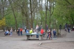 Voller Staunen und Freude warteten die Kinder darauf, dass alle Teile abgeladen wurden.