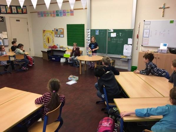 Einige Kinder stellten ihr Lieblingsbuch auch anderen Klassen vor.