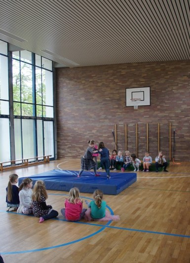 Auch in der Turnhalle machten die Kinder praktische Erfahrungen zu Achtsamkeit und Wertschätzung!