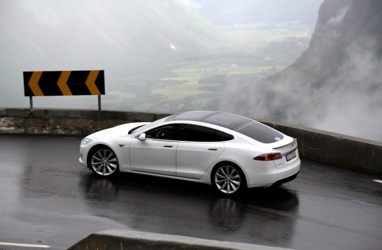 Tesla S mit Autopilot