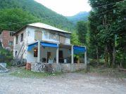 Náš prvý bivak v Albánsku - krčma v dedinke Dragobi - Foto: Šmoll