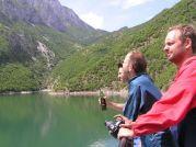 Na trajekte, ktorý pláva na priehrade rieky Drin - Foto: Labuda