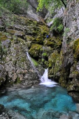 Spod jaskyne Shpanik vyteká voda ale v jaskyni je sucho